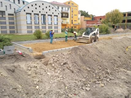 Hajduszoboszló Művelődési központ- út-parkoló - csapadékvíz elvezetés építés