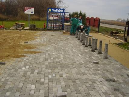 Nádudvar- automosó - benzinkút térburkolatépités