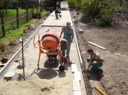 Szerencs- reformatus templom járda-és kert építés(műemlék jellegű )